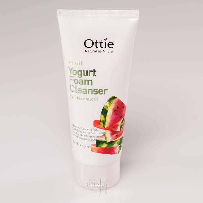 Очищающая пенка для умывания с арбузным йогуртом Fruits Yogurt Foam Cleanser Watermelon OTTIE - 150 мл
